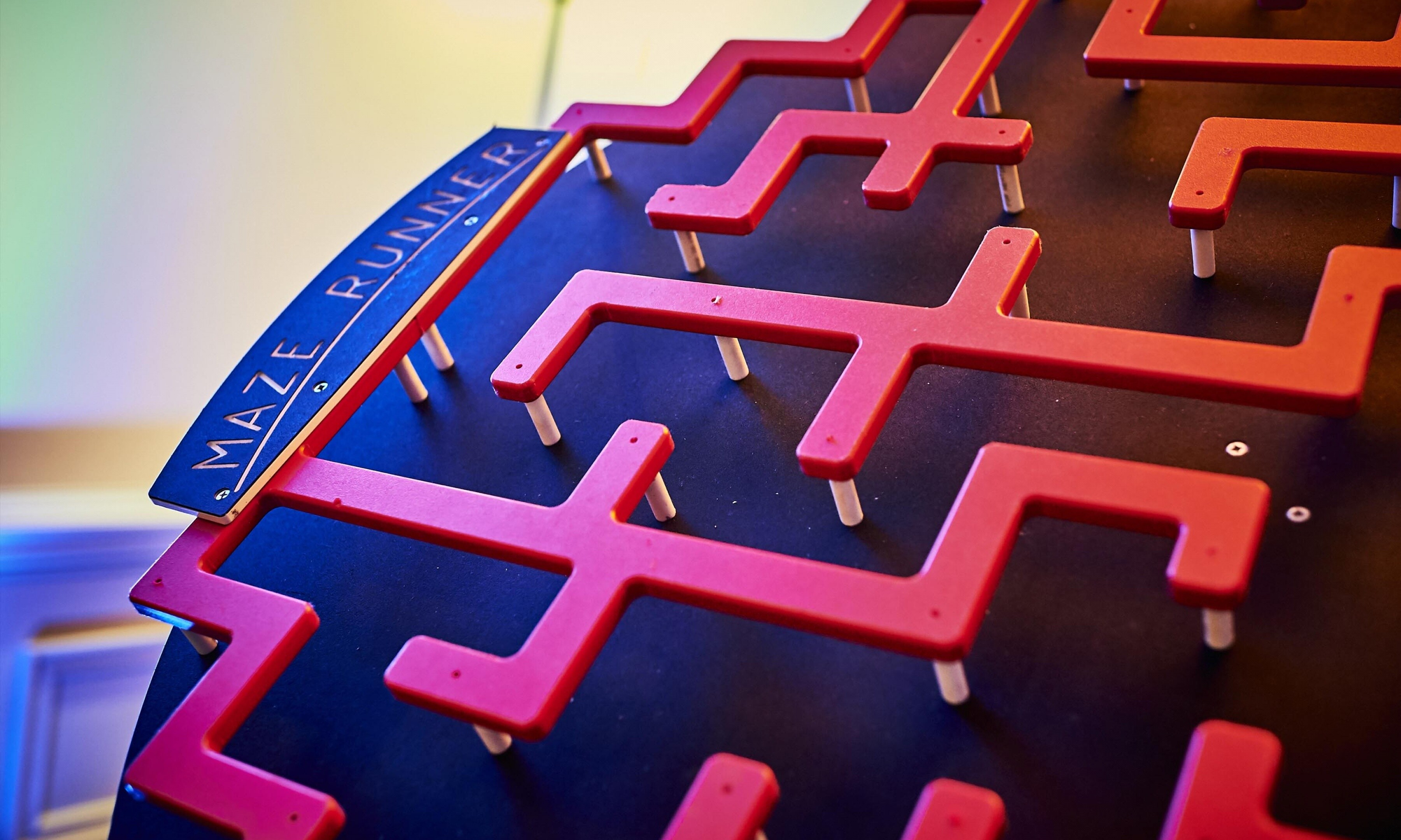 Maze runner retro games